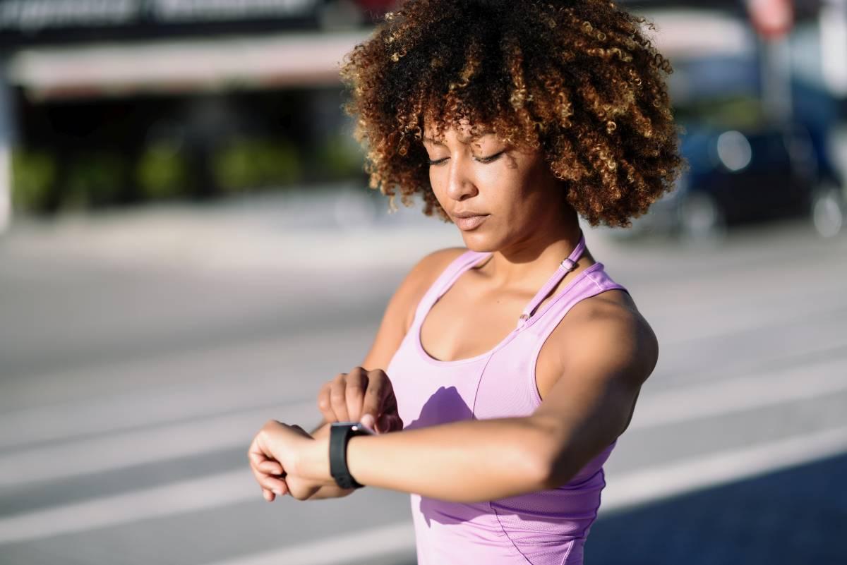 Tools zur individuellen Datenerhebnung lassen sich zunehmend in unseren Alltag integrieren. Besonders populär sind derzeit Fitnessarmbänder.