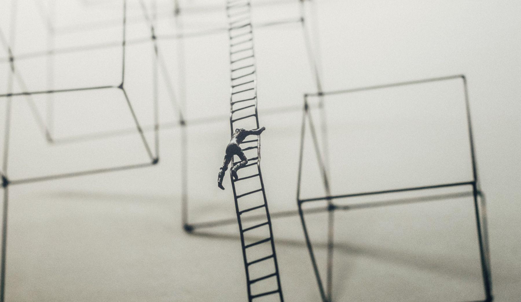 In den meisten Unternehmen ist die Karriere wie eine Leiter. Sie ist der einzige Weg nach oben – und fordert Qualitäten, die letztlich wenig zu tun haben mit der Arbeit, wegen der man befördert wurde.