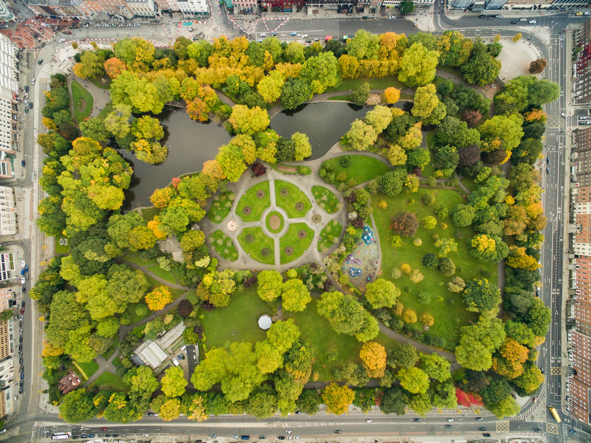 St. Stephen's Green ist ein Park im Zentrum der Stadt Dublin. Foto: Dronepicr (edited by King of Hearts), CC BY 3.0