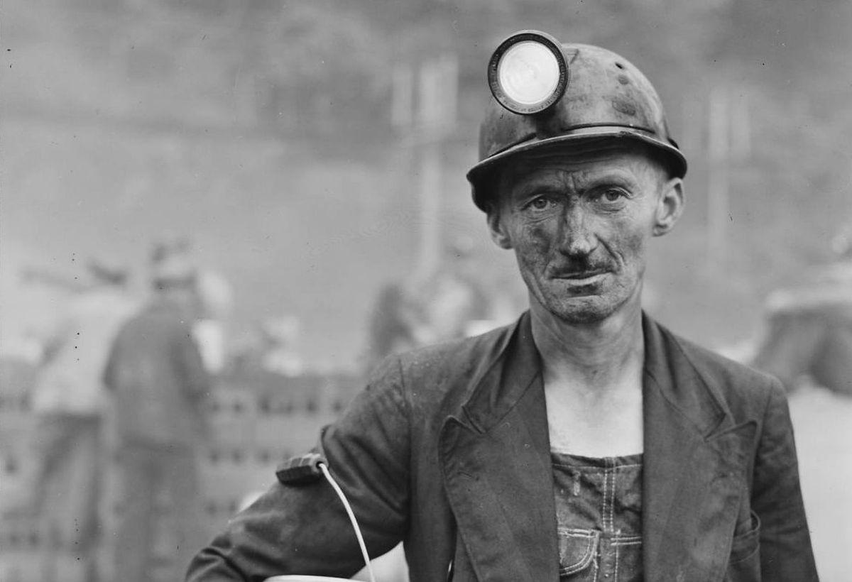 Die Bergarbeit war hart. Im Vordergrund standen die Macht- und Kaptialinteressen, vor denen die Arbeitern nicht geschützt wurden. By Russell Lee - U.S. National Archives and Records Administration