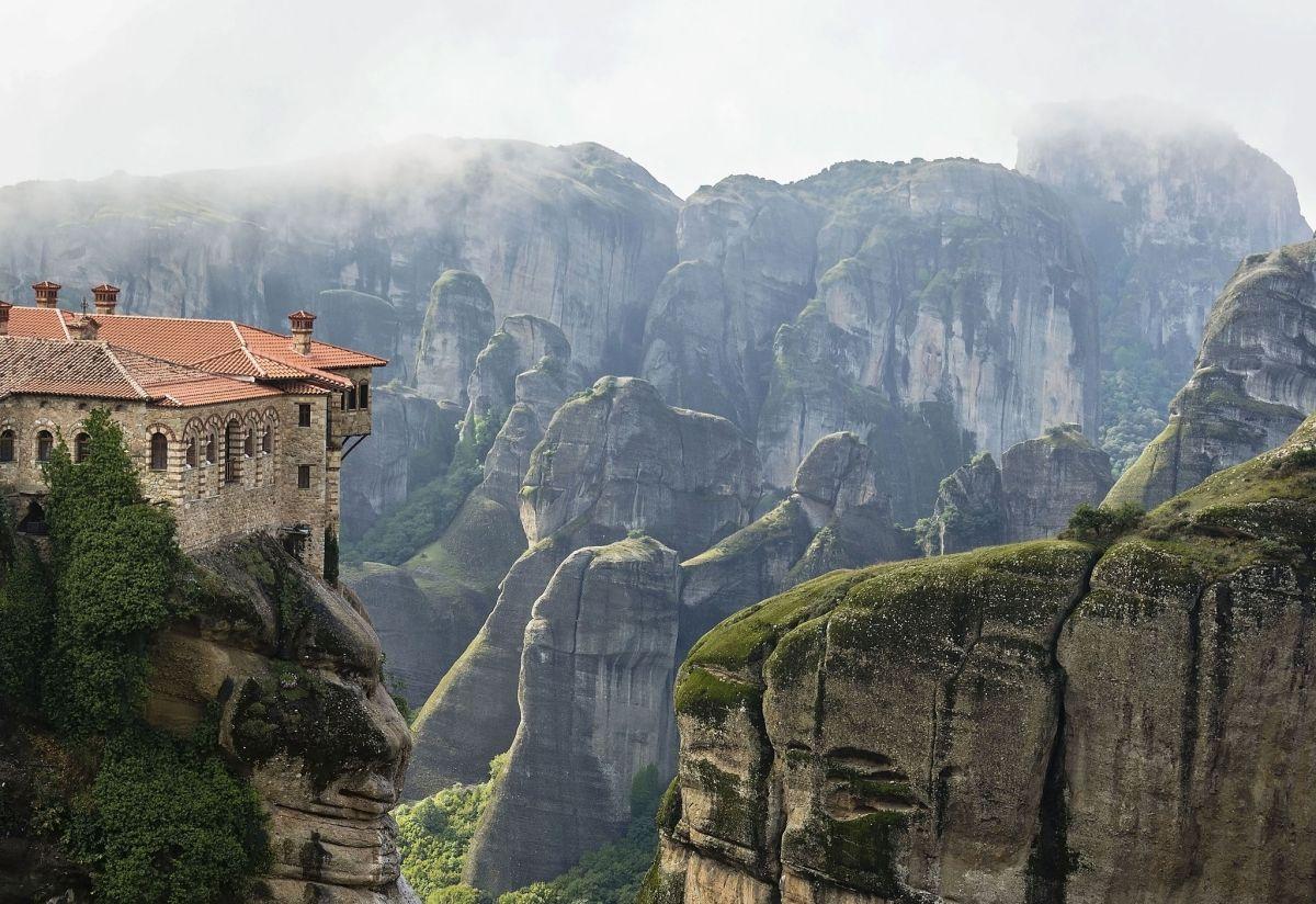 Das Leben im Kloster ist von der restlichen Welt abgeschnitten. Foto: Nubes bajas en Meteora