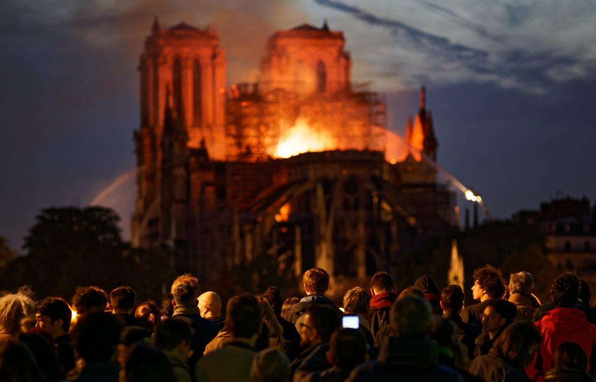 Notre Dame Fire Brand abgebrannt