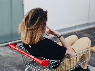 Geld macht glücklich – aber nicht lange: Wer sich öfter mit Shopping belohnt, hat bald keine Freude mehr am Konsum. Foto: Bianca Lucas.