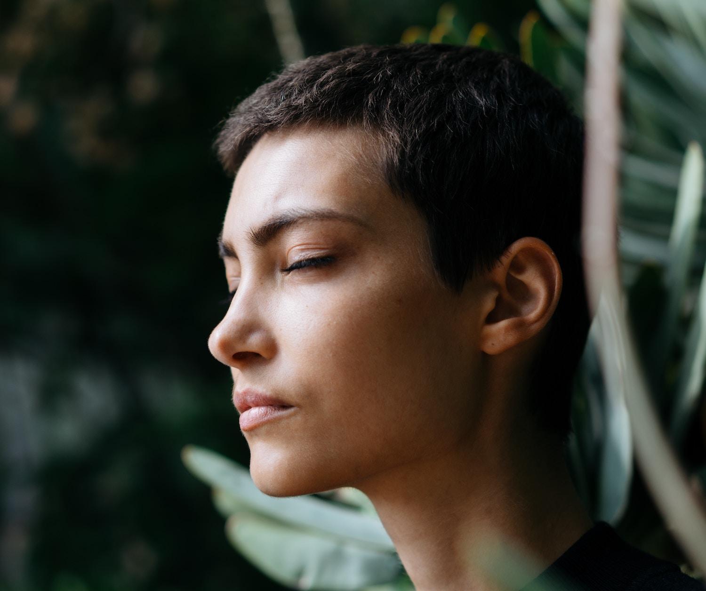 Über die Nase nehmen wir nicht nur Informationen auf – alles, was wir riechen, beeinflusst direkt, wie wir uns fühlen. Das geht bis hin zum Rauschzustand. Foto: Motoki Tonn.