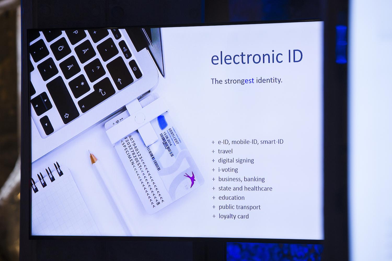 Eine Karte für alles: ID, Krankenkassenkarte, Monatskarte für den öffentlichen Nahverkehr und sogar Banking gehen mit der e-ID in Estland. Foto: Annika Haas (EU2017EE) via Wikimedia Commons, (CC BY 2.0); Angaben und Links unter dem Artikel